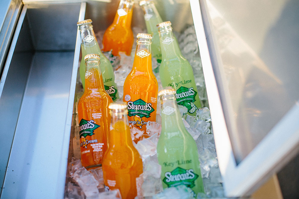 CRC—LIFESTYLE-CLOSE-UP-WITH-DRINKS