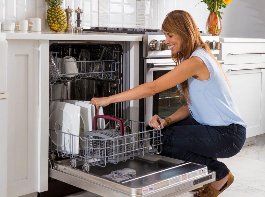 Paragraph 2 (3) – Blomberg Dishwasher Dishloading_preview