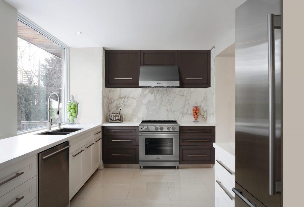 Paragraph 3 (1) – Blomberg18_KitchenWhiteMarbleWallAllAppliances_preview-1